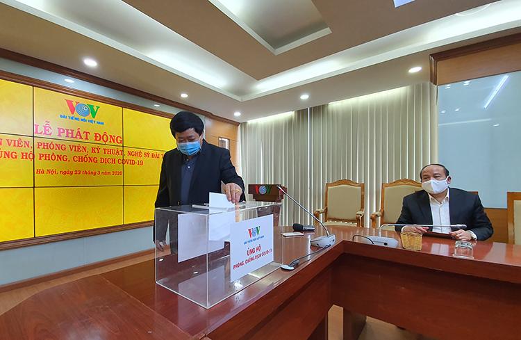 Tổng giám đốc Đài TNVN Nguyễn Thế Kỷ mở màn buổi quyên góp.
