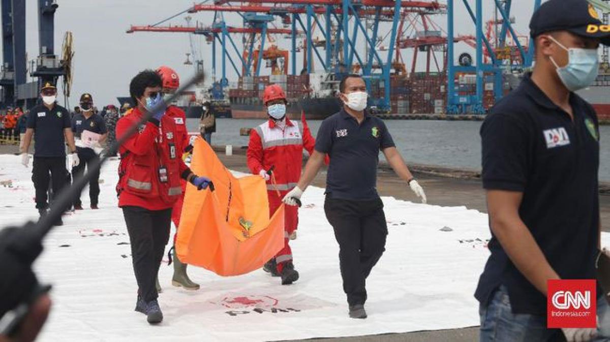 Nhiều bộ phận thi thể nạn nhân trong vụ rơi máy bay được tìm thấy