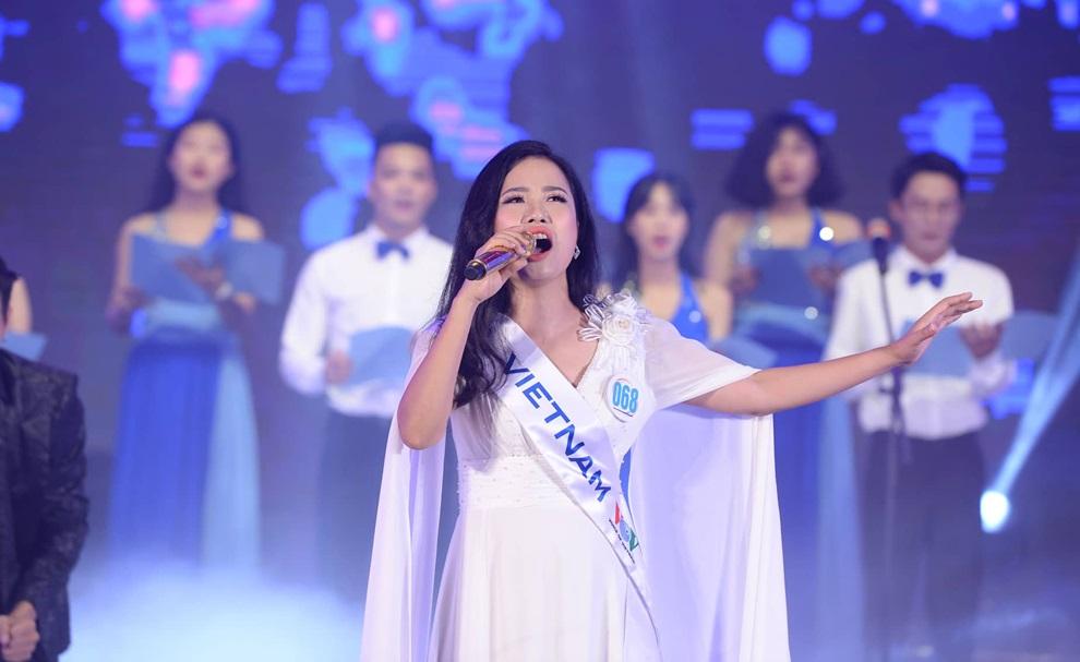 Thí sinh nước chủ nhà Việt Nam Trần Hồng Nhung