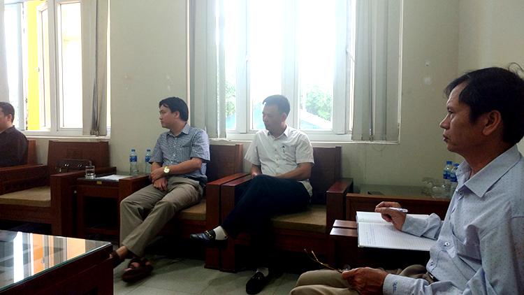 Tại buổi làm việc này, Lãnh đạo UBND huyện và nhiều cán bộ chủ chốt của huyện Khoái Châu đang còn nợ câu trả lời với các nhà báo