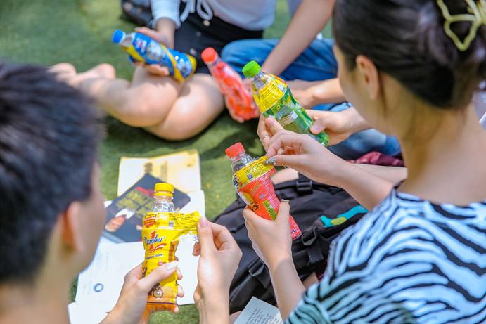 Không chỉ giải khát ngày hè nắng nóng mà còn có cơ hội trúng hàng trăm ngàn giải thưởng giá trị từ chương trình Xé ngay trúng liền.