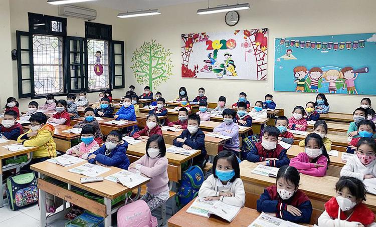 TP Hà Nội yêu cầu các quận, huyện tăng cường tiêu độc khử trùng lần thứ 3 vào cuối tuần này, chuẩn bị tốt nhất cho học sinh đi học vào tuần tới.