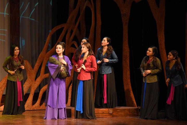 """Một cảnh trong vở kịch hát """"Ngàn năm mây trắng""""-  vở diễn tham dự Liên hoan quốc tế sân khấu thử nghiệm 2019."""