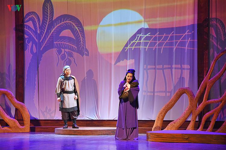 NSƯT Trần Quang Khải (vai Trương Lỗ) và NSƯT Trần Thị Thu Trang (vai Tô Thị).