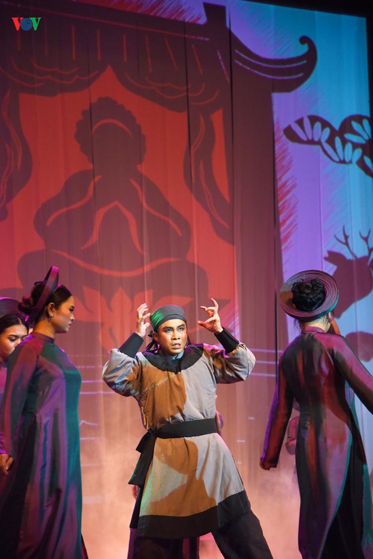 Những kết hợp mới mẻ của vở diễn đem lại cho khán giả nhiều cảm giác thú vị với nghệ thuật truyền thống Việt Nam.
