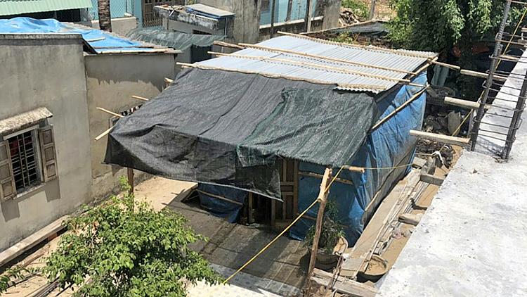 Đêm 25/5/2019, ông Huỳnh Văn Nông đã lén dựng ngôi nhà tạm trái phép trên phần đất tòa đã tuyên giao cho bà Nguyễn Thị Nguyệt.