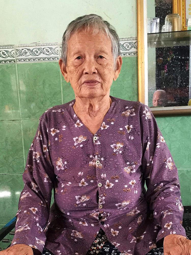 Bà Nguyễn Thị Nguyệt đã gần 90 tuổi vẫn mỏi mòn chờ đợi ngày được thấy nơi thờ tự tổ tiên, cha mẹ và người chị gái