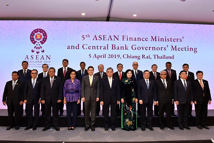 Các Bộ trưởng Tài chính và Thống đốc NHTW ASEAN trong Hội nghị Bộ trưởng Tài chính và Thống đốc  NHTW ASEAN 2019.