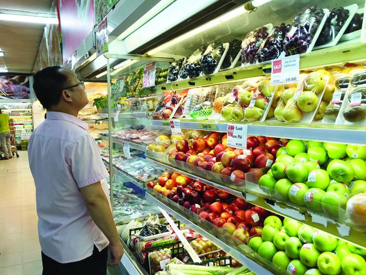Nông sản ngoại giá giảm nhiều so với trước đây vừa là thách thức vừa là cơ hội cho nông sản Việt phát triển và khẳng định thương hiệu.