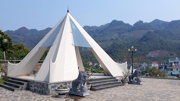 Tượng đài Tây Tiến trên đồi Nà Bó, xã Mường Sang, thị trấn Mộc Châu, Sơn La. Ảnh: T.C