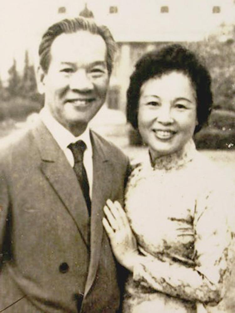 GS.TS Nguyễn Văn Huyên cùng vợ - bà Vi Kim Ngọc trong những năm tháng chung sống hạnh phúc sau này.