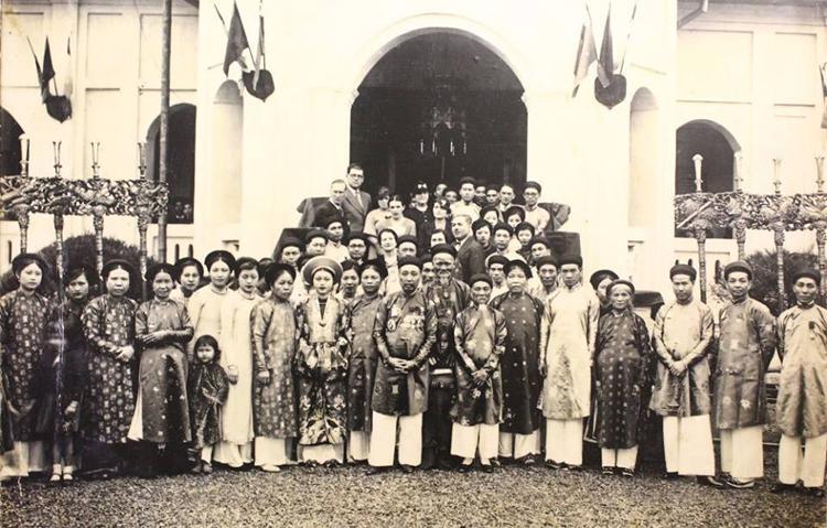 """Hôn lễ thuộc hàng """"thượng lưu"""" của Chú rể Nguyễn Văn Huyên và cô dâu Vi Kim Ngọc thời bấy giờ."""