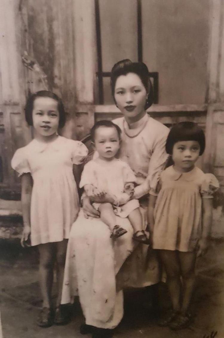 Bà Vi Kim Ngọc và các con.