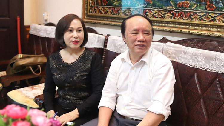 Cử tri Quảng Ninh theo dõi Thủ tướng Phạm Minh Chính tuyên thệ nhậm chức.