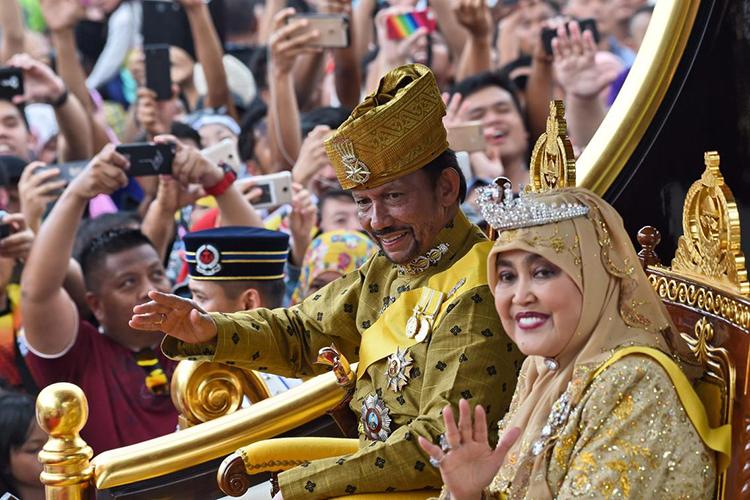 Quốc vương và hoàng hậu Salena (ảnh: AFP)