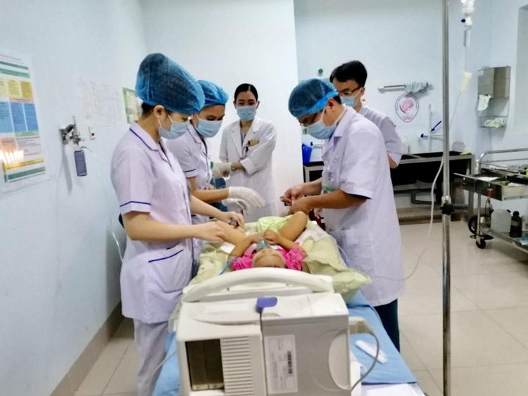 Bệnh viện ung bướu Đà Nẵng xạ trị áp sát nhi đầu tiên ở Việt Nam.
