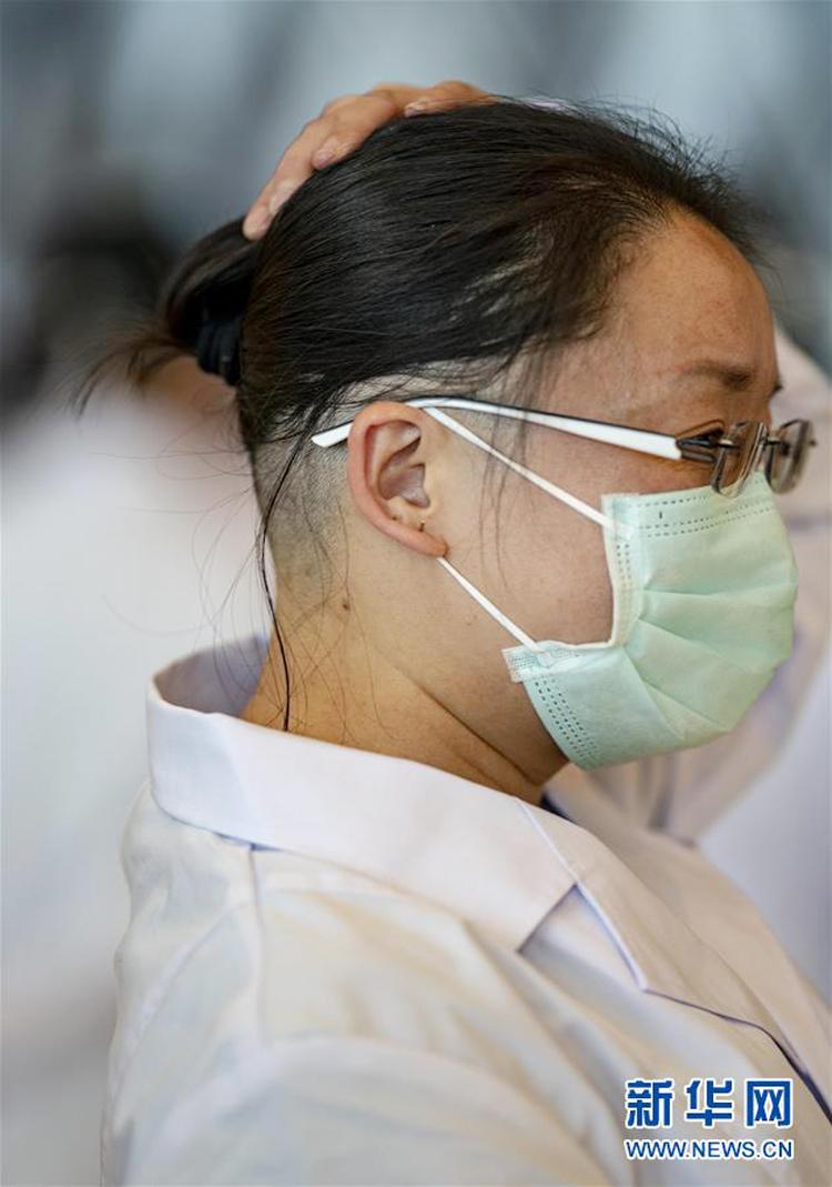 Cắt tóc trước khi vào vùng dịch để hạn chế tối đa sự lây nhiễm.
