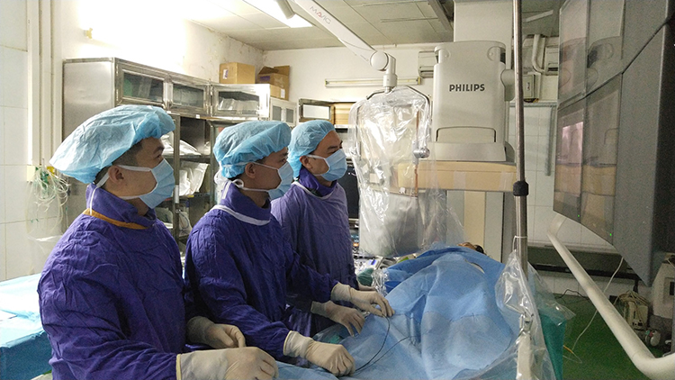 Ca can thiệp nút mạch qua động mạch quay điều trị tuyến tiền liệt của các bác sĩ Bệnh viện Việt Đức.