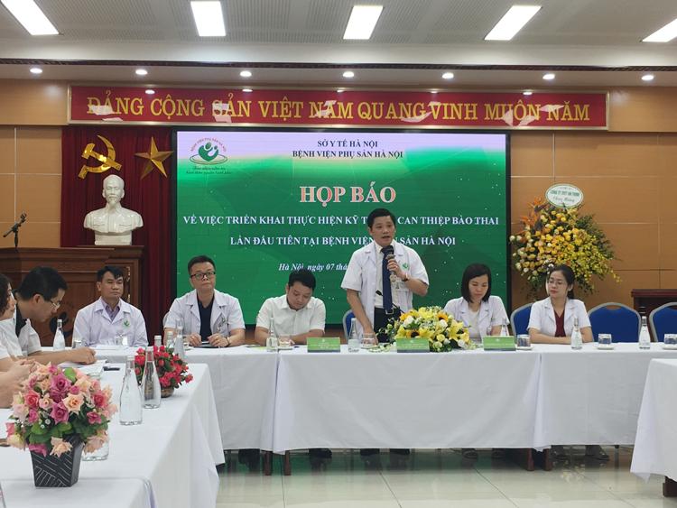 PGS.TS Nguyễn Duy Ánh, Giám đốc BV Phụ sản Hà Nội tại buổi họp báo.