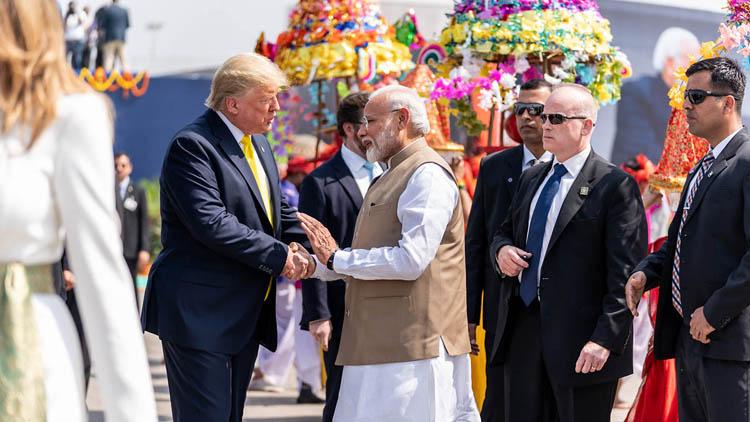 Tổng thống Mỹ Donald Trump trong chuyến thăm Ấn Độ đầu tiên được đón tiếp rất trọng thị. (Ảnh: KT)