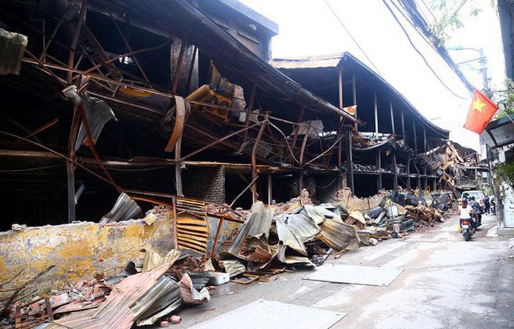 Hiện trường vụ cháy ở Công ty Rạng Đông. (ảnh: KT)
