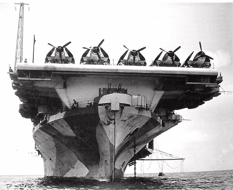 Tàu sân bay Mỹ USS Hornet trên Thái Bình Dương. Ảnh: DAILY MAIL