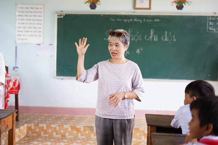 BS Khuất Thị Hải Oanh là một trong 50 phụ nữ có ảnh hưởng nhất Việt Nam do Tạp chí Forbes bình chọn.