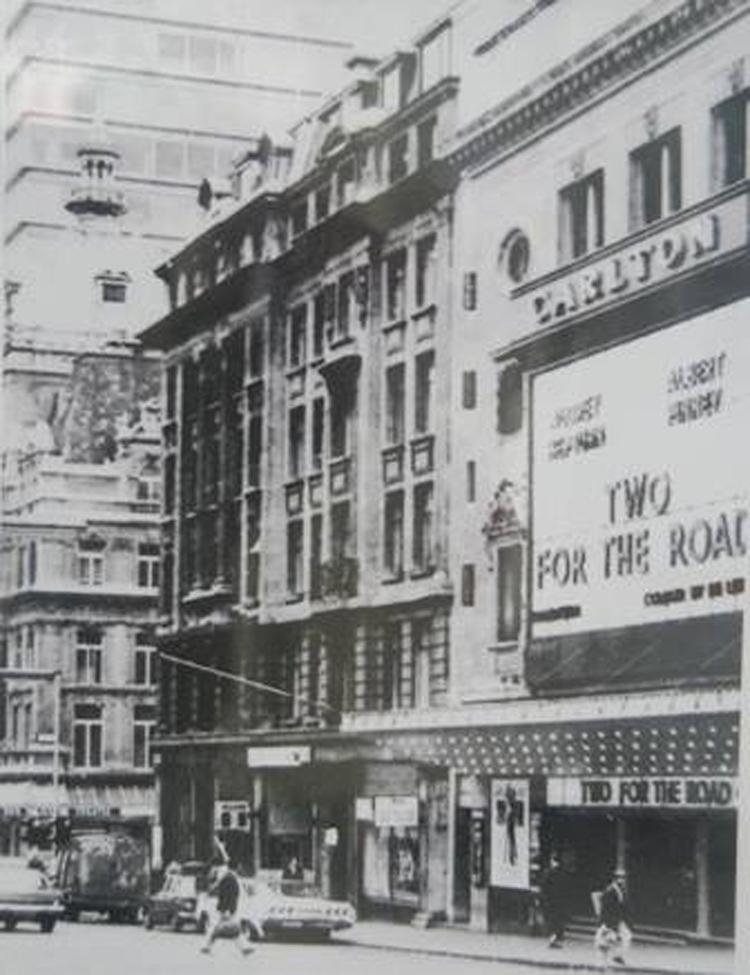 Khách sạn Carlton ở Thủ đô London, vương quốc Anh, nơi Nguyễn Tất Thành vừa làm thuê vừa tự học tiếng Anh trong những năm 1914-1917.