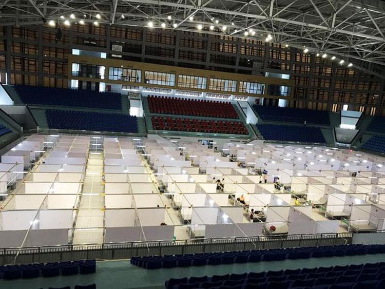 Bệnh viện dã chiến số 2 đặt tại Nhà thi đấu thể thao tỉnh có quy mô hơn 600 giường.