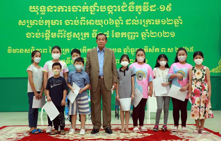 Thủ tướng Hun Sen chủ trì lễ phát động tiêm chủng cho trẻ em từ 6-12 tuổi.