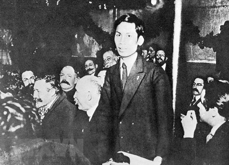 Năm 1920, Nguyễn Ái Quốc (tên của Chủ tịch Hồ Chí Minh trong thời gian hoạt động cách mạng ở Pháp) tham dự Đại hội lần thứ 18 Đảng Xã hội Pháp ở thành phố Tours với tư cách đại biểu Đông Dương. (Ảnh tư liệu)