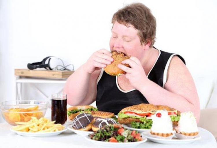 Điều chỉnh chế độ ăn uống cho trẻ béo phì rất quan trọng.
