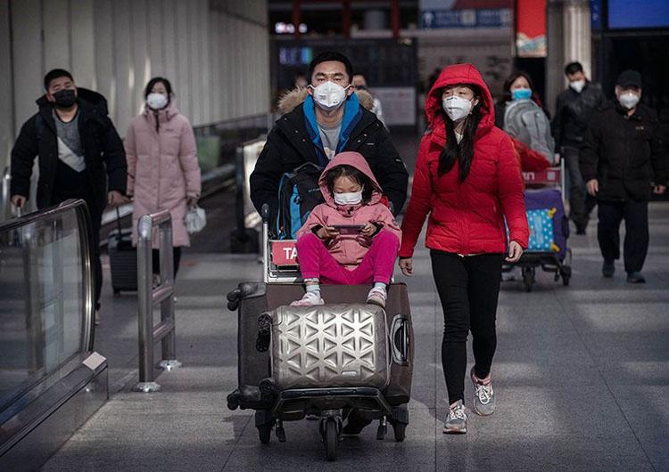 Các hành khách đeo khẩu trang tại Sân bay Bắc Kinh ngày 30/1. (Ảnh: Getty)