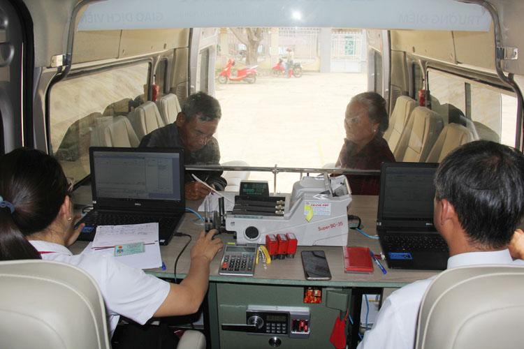 Phiên giao dịch xe lưu động tại xã Buôn Triết.