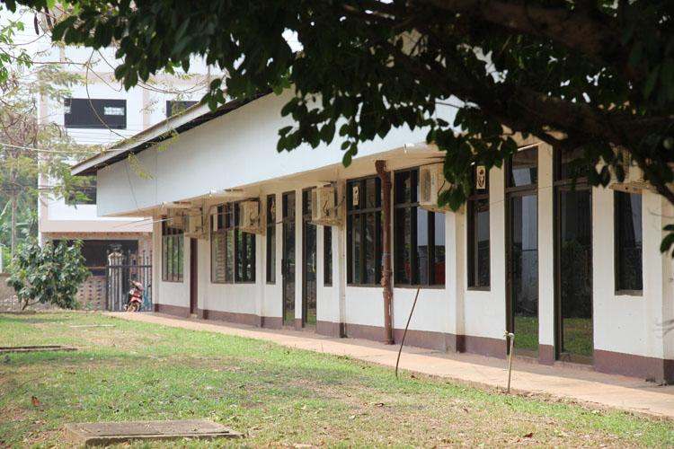 Dãy phòng được khu biệt này của Bệnh viện Hữu Nghị là nơi điều trị 2 bệnh nhân covid 19 đầu tiên của Lào và tất cả bệnh nhân nhiễm bệnh trong thời gian tới.