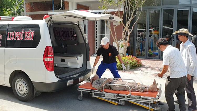 4 người bị thương được đưa đi cấp cứu tại Bệnh viện Đa khoa tỉnh Phú Yên.