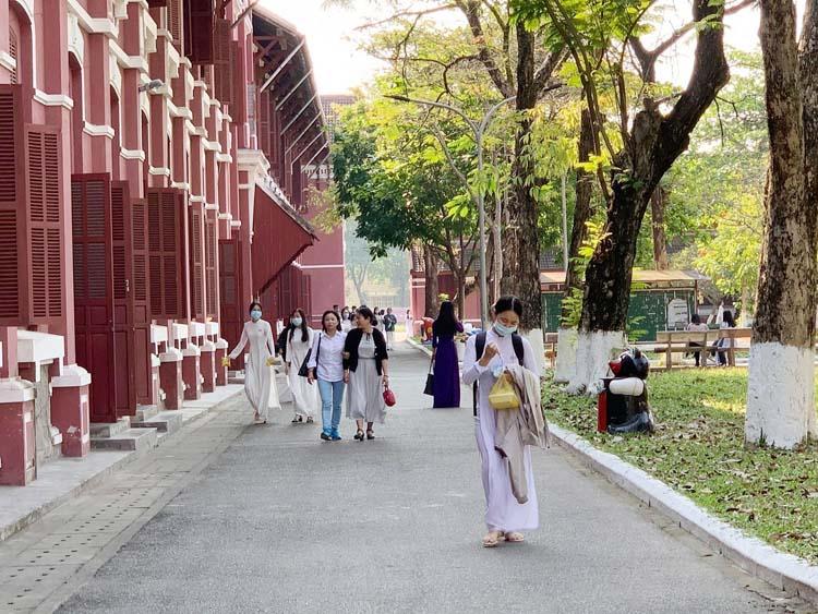 Hơn 38.000 học sinh khối THPT Thừa Thiên Huế đi học trở lại.