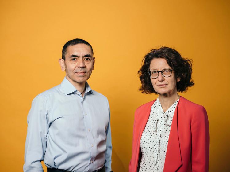 Vợ chồng Tiến sĩ Ugur Sahin- Ozlem Tureci. (Ảnh: Getty Images)