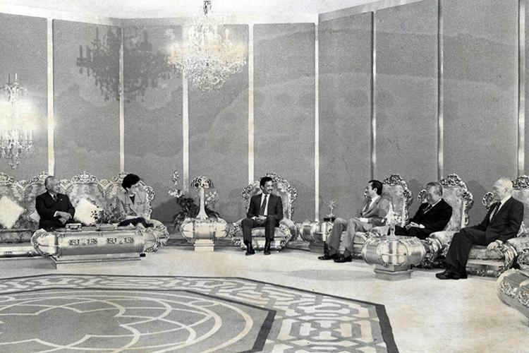 Quốc vương Hassanal Bolkiah (áo đen, ngồi giữa) trong một cuộc họp với các nhà lãnh đạo ASEAN (Ảnh: ST FILE)