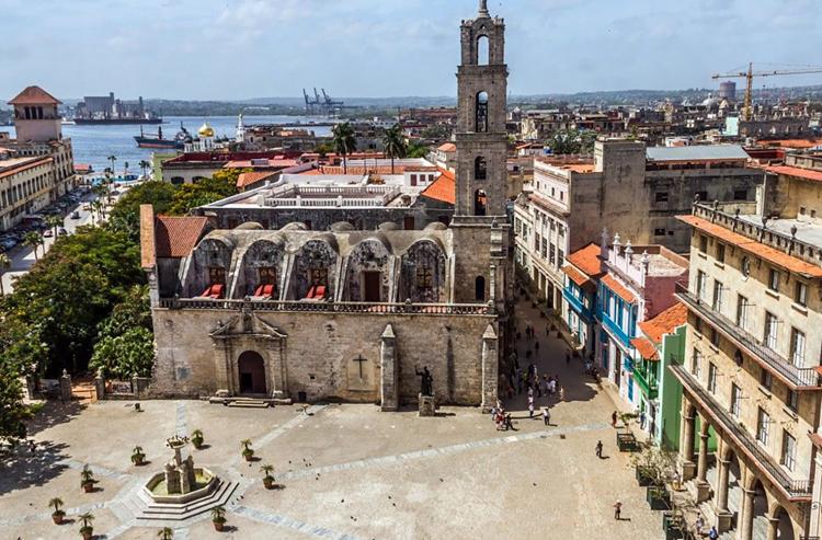 Quảng trường trung tâm Khu Phố cổ Havana. (Nguồn: Smithsonian)