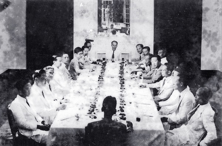Chỉ một ngày sau khi đọc bản Tuyên ngôn Độc lập, Chính phủ lâm thời đã tiến hành phiên họp đầu tiên. (Ảnh: T.L)