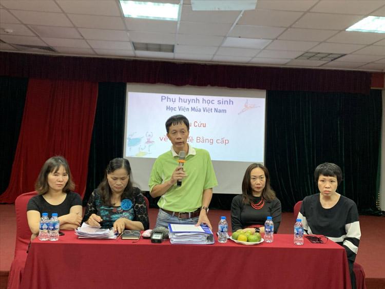 Phụ huynh, học sinh của Học viện Múa Việt Nam kêu cứu.