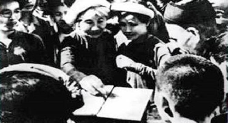 Cuộc Tổng tuyển cử đầu tiên của nước Việt Nam độc lập. (Ảnh: T.L)