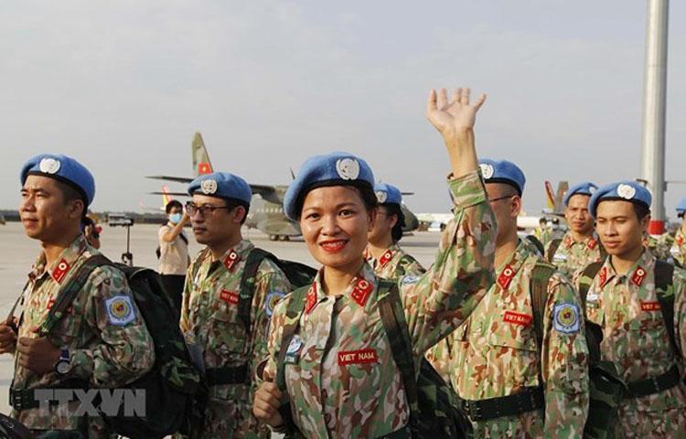 Việt Nam đã triển khai 3 lượt bệnh viện dã chiến số 2 tại Phái bộ hòa bình LHQ ở Nam Sudan. Ảnh: 32 thành viên của Bệnh viện dã chiến cấp 2 số 2 hoàn thành nhiệm kỳ công tác tại Cộng hòa Nam Sudan. (Nguồn: TTXVN)