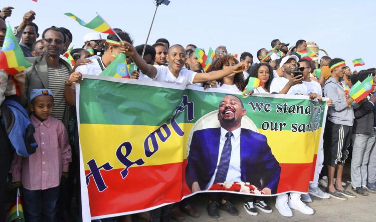 Thủ tướng Abiy Ahmed Ali trong sự tung hô của người dân Ethiopia. (ảnh: KT)