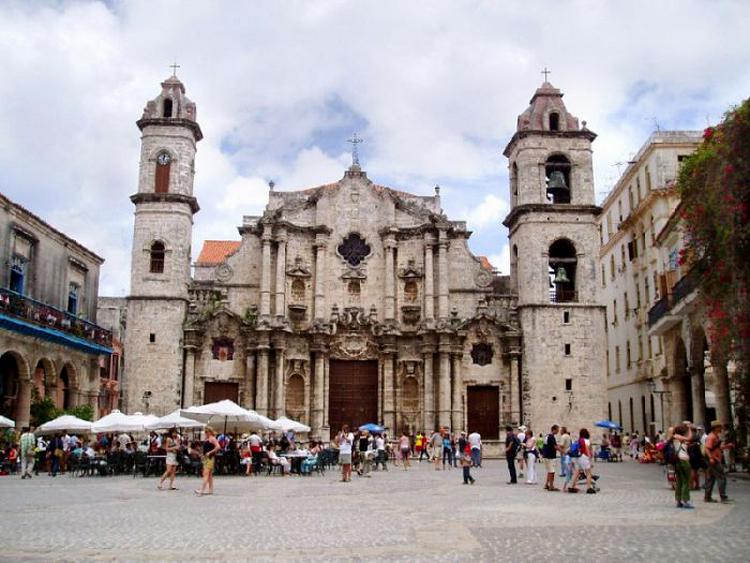 Nhà thờ lớn Havana với lối kiến trúc Baroque (ảnh: KT)