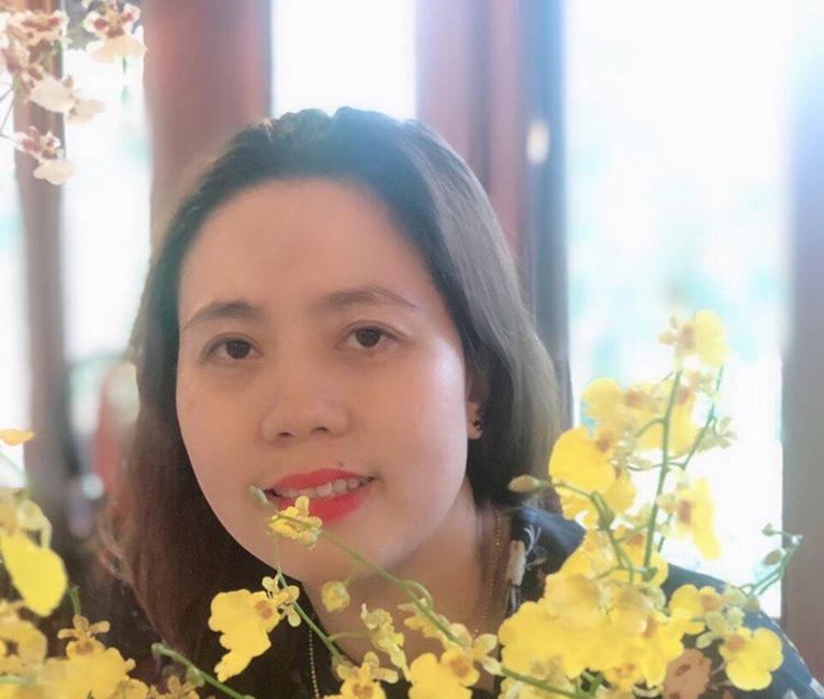 Bà Ái Sa (tên thật là Trần Thị Ngọc Thảo) mượn bằng cấp 3 của chị gái để ngoi lên chức Trưởng phòng Hành chính - Quản trị (Văn phòng Tỉnh uỷ Đắk Lắk).