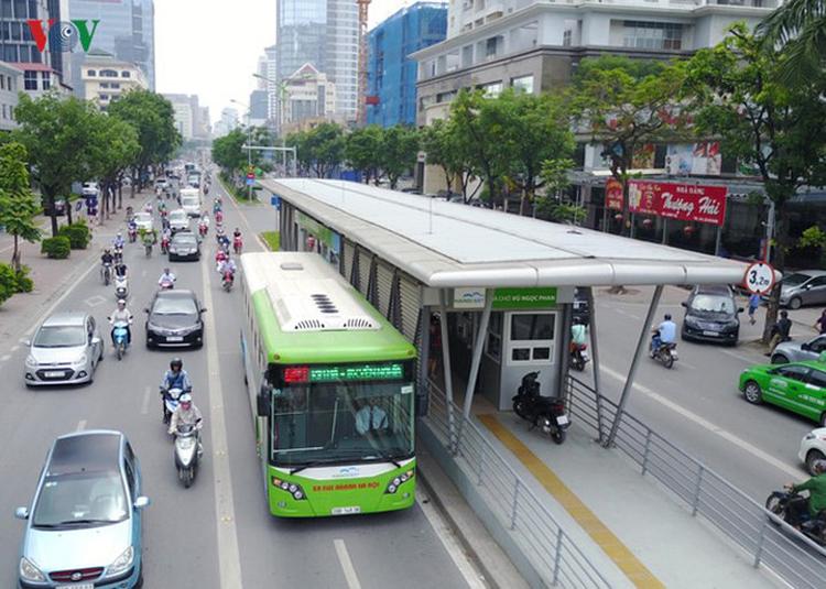 Dù tuyến buýt nhanh BRT 01 hiện có làn đường riêng nhưng không phát huy được hiệu quả.