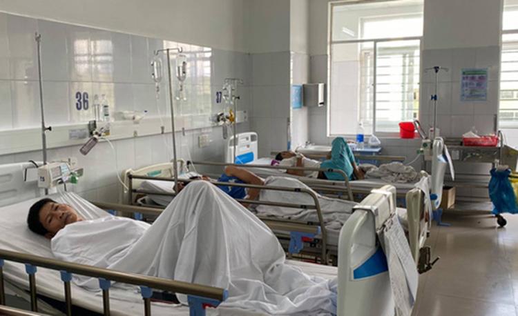 Bệnh nhân ngộ độc thực phẩm đang điều trị tại bệnh viện.