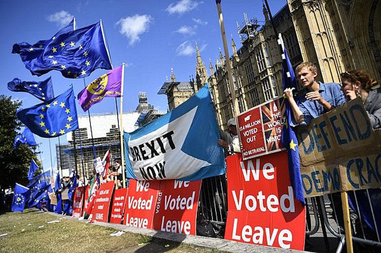 """Vương quốc Anh đang ngày một """"khủng hoảng"""" vì hỗn loạn Brexit (ảnh: KT)"""